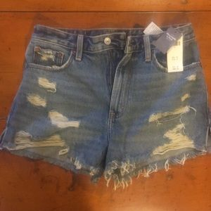 NWT Abercrombie high rise jean shorts size 4